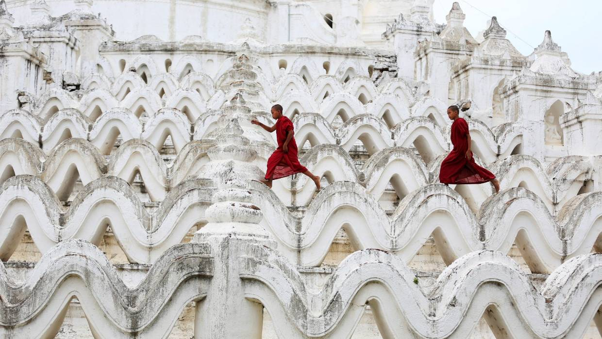 Young monks at the Hsinbyume Pagoda